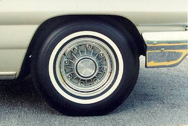 Ed Raden's 1962 Grand Prix, 8-lug wheel